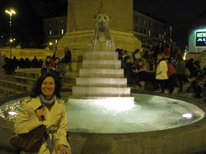 Laura at Piazza del Popolo foutain